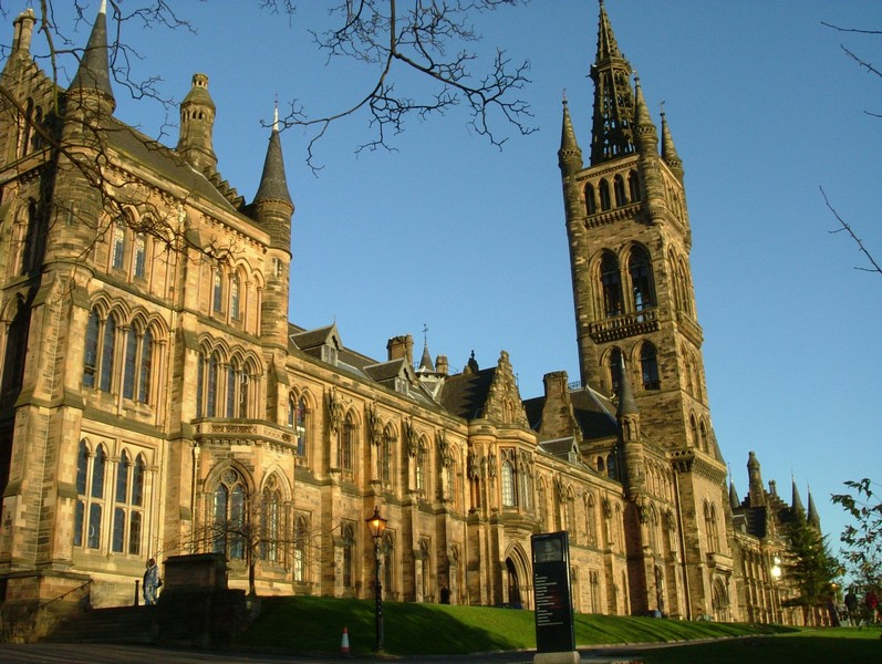 universities in glasgow list newspaper easy english